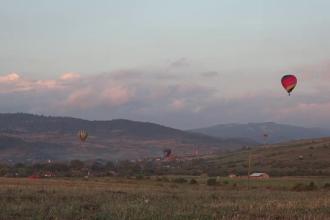 """Zeci de piloți, la Festivalul baloanelor cu aer cald. """"Merită banii"""""""