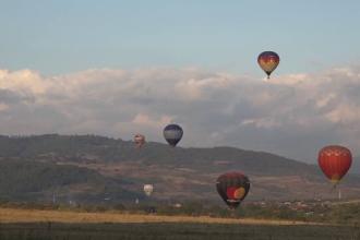 Atracția populară din Cappadocia s-a mutat în Mureș. Cât costă o aventură