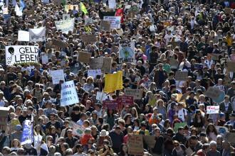Manifestație pentru climă în Elveția. Peste 100.000 de persoane în stradă