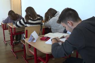 """Ce a pățit o elevă după ce a publicat sumele de la fondul școlii. """"10.000 € pentru pază"""""""