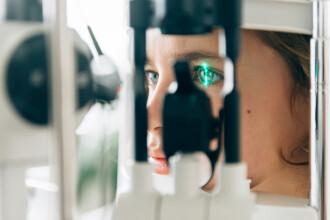 A mers la un control oftalmologic, dar a avut parte de un șoc. Ce i-au găsit medicii în ochi