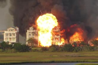 Incendiu devastator într-o stațiune din SUA. 7 blocuri au fost complet distruse