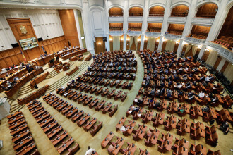 Senatul a adoptat Legea prin care profesorii ar urma să primească bani suplimentari