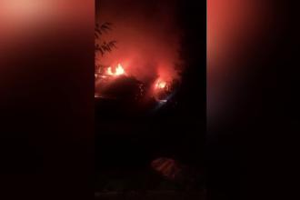 Gospodăria unei familii din județul Neamț a fost mistuită de flăcări