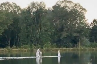 """Kanye West a """"mers pe apă"""" la o ceremonie religioasă. VIDEO"""