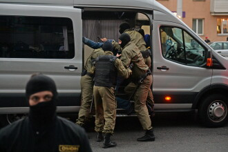 """Un membru al opoziției din Belarus a fost reținut de bărbați """"mascați"""", în haine civile"""
