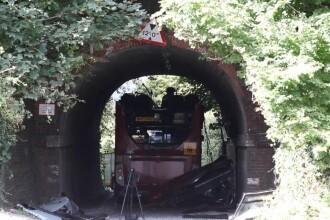 Autobuz plin cu copii, accident într-un tunel. Imagini dramatice de la fața locului