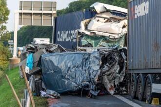 Carnagiu în Germania: 4 români au murit după ce mașina lor a fost prinsă între două TIR-uri. Vinovat e tot un român