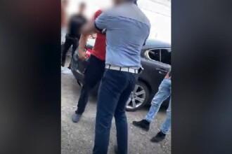 Activist de mediu, bătut chiar sub ochii polițiștilor după ce a reclamat un transport suspect de lemne