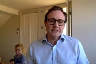 """Un parlamentar britanic, întrerupt de copii în timpul unui interviu live. """"O să te pictez pe faţă într-un minut"""""""
