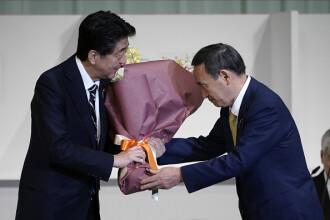 Fiul unui cultivator de căpșuni va deveni prim-ministrul Japoniei. Cine este Yoshihide Suga