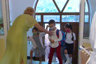 Elev scos de urgență din clasă, într-o școală din București. Ce s-a întâmplat