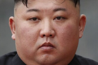 Imagini inedite cu liderul nord-coreean, Kim Jong Un. Cum a fost surprins în timpul paradei militare. VIDEO