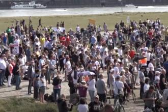 Protest cu mii de persoane în Düsseldorf, împotriva restricțiilor impuse pentru combaterea COVID-19