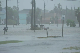 Un mare oraș din SUA, inundat după trecerea unei furtuni tropicale. Pericolul nu a trecut