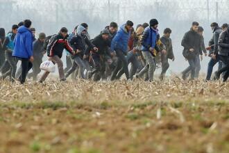 Mai mulți refugiați acuză polițiștii de frontieră din România că îi bat cu biciul și îi electrocutează