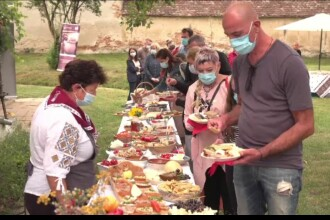 Gustări cu preparate tradiționale, rețeta de salvare a turismului local. Brunch-urile de weekend sunt organizate în curte