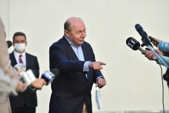 Gafă a lui Traian Băsescu în ziua alegerilor. Ce a spus la ieșirea de la urne