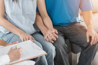 Un bărbat se judecă cu o clinică de fertilizare pentru că lichidul lui seminal a ajuns la cupluri gay