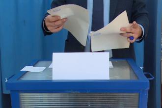 Situație ciudată în Timiș. Doi candidați, primari în funcție, au mers la vot deși trebuiau să fie în izolare