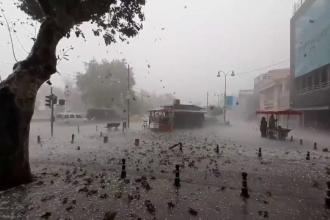 O furtună cu grindină a făcut prăpăd în Istanbul. Străzile, acoperite cu bucăți de gheață