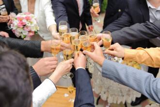 O nuntă din Botoșani s-a desfășurat fără mire. A fost testat pozitiv și nu a avut voie să intre în restaurant