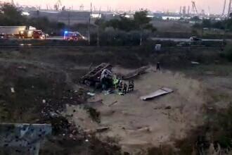 Șofer de TIR mort după ce s-a răsturnat într-o prăpastie, în apropiere de Constanța