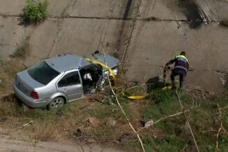 Un tânăr a murit după ce a căzut cu mașina într-un canal de irigații. Șoferul ieșise recent din închisoare