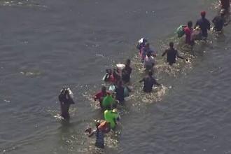 Criză la granița SUA - Mexic. Administrația Biden accelerează ritmul expulzărilor de migranţi cu avionul