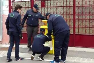 """În Bistrița, inspectorii caută în gunoaiele oamenilor să vadă dacă le-au selectat. Vor fi și amenzi: """"Pricepe lumea mai greu"""""""