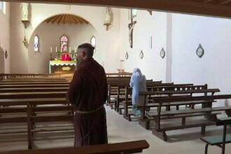Doi călugări au încercat să dea foc unei antene 5G, într-un sat de lângă Lyon. Susțin că voiau să protejeze populația