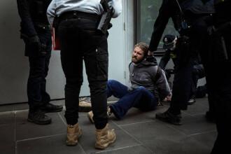 Haosul continuă pe străzile din Melbourne: Sute de oameni arestați, poliția a dat cu gaze lacrimogene și gloanțe de cauciuc