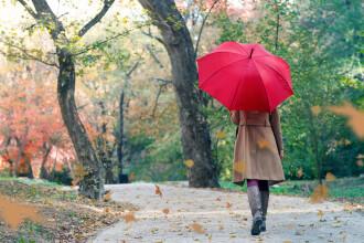 Vremea azi, 23 septembrie. Va fi mohorât în toată țara, iar vântul intensifică senzația de frig. La munte, va ninge iar