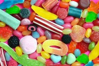 Nu doar zahărul produce carii. Ce alte alimente favorizează deteriorarea dinților