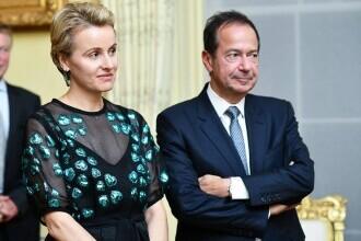 Miliardarul John Paulson divorțează de soția româncă. Jenny ar putea să obțină jumătate din averea fabuloasă