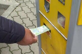 Șoferii din Arad, supărați de sistemul de plată al parcărilor. Aparatele nu funcționează, iar banii le sunt luați