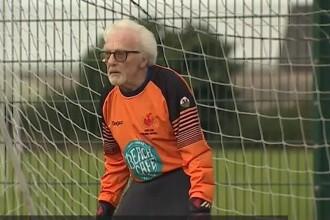 VIDEO Povestea bărbatului care refuză să îmbătrânească. La 88 de ani încă este portarul echipei locale de fotbal