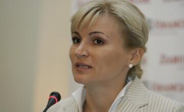 Consiliera lui Boc, Andreea Vass, pusa la punct de preotul satului