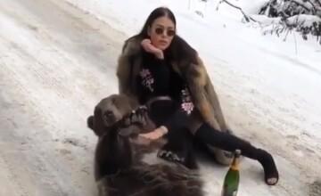 Imaginile care au stârnit revoltă pe internet. O tânără s-a filmat cu un urs viu și o șampanie