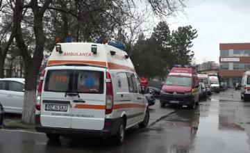 Situație critică la Spitalul Județean Buzău. Bolnavii Covid așteaptă și câte 10 ore în ambulanțe, cu masca de oxigen pe față