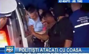A fost împuşcat în picior, după ce a atacat poliţiştii cu coasa!