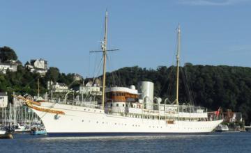 Cum a renuntat statul la un vapor al Casei Regale pentru un pret de FIER VECHI. Azi costa 43 mil USD