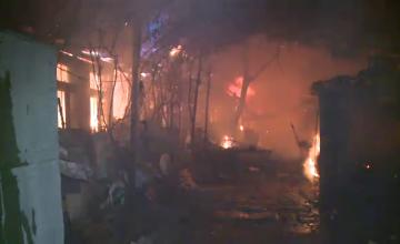 Incendiul devastator aseara in Sintesti. Focul a fost stins de pompieri dupa 10 ore