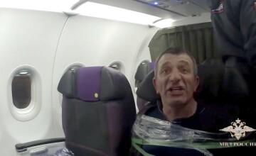 Pasager legat cu bandă adezivă de scaunul din avion. Ce le-a cerut însoțitorilor de zbor