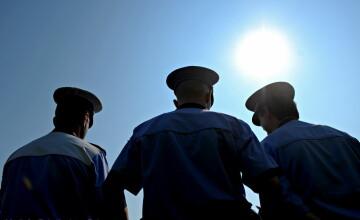 Euronews: 10.000 de politisti romani acuzati de ineficienta vor fi concediati