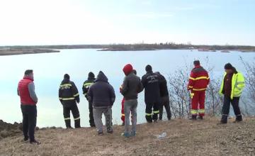 Cadavrul bărbatului care a plonjat cu maşina într-un lac a fost găsit