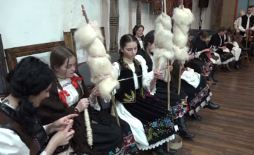 Tinerii din Baia Mare au renunțat la smartphone pentru câteva ore și s-au adunat la șezătoare