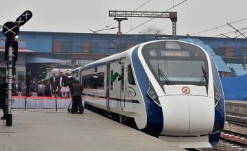 Trenul de mare viteză al Indiei s-a stricat după prima călătorie. Ce a lovit