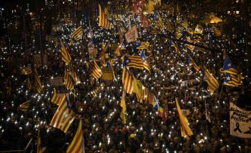 Cel puţin 200.000 de oameni au manifestat la Barcelona contra procesului intentat liderilor catalani