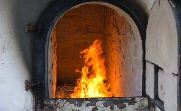 Căldura de la un crematoriu, folosită la încălzirea unui oraș. Unde se analizează această propunere